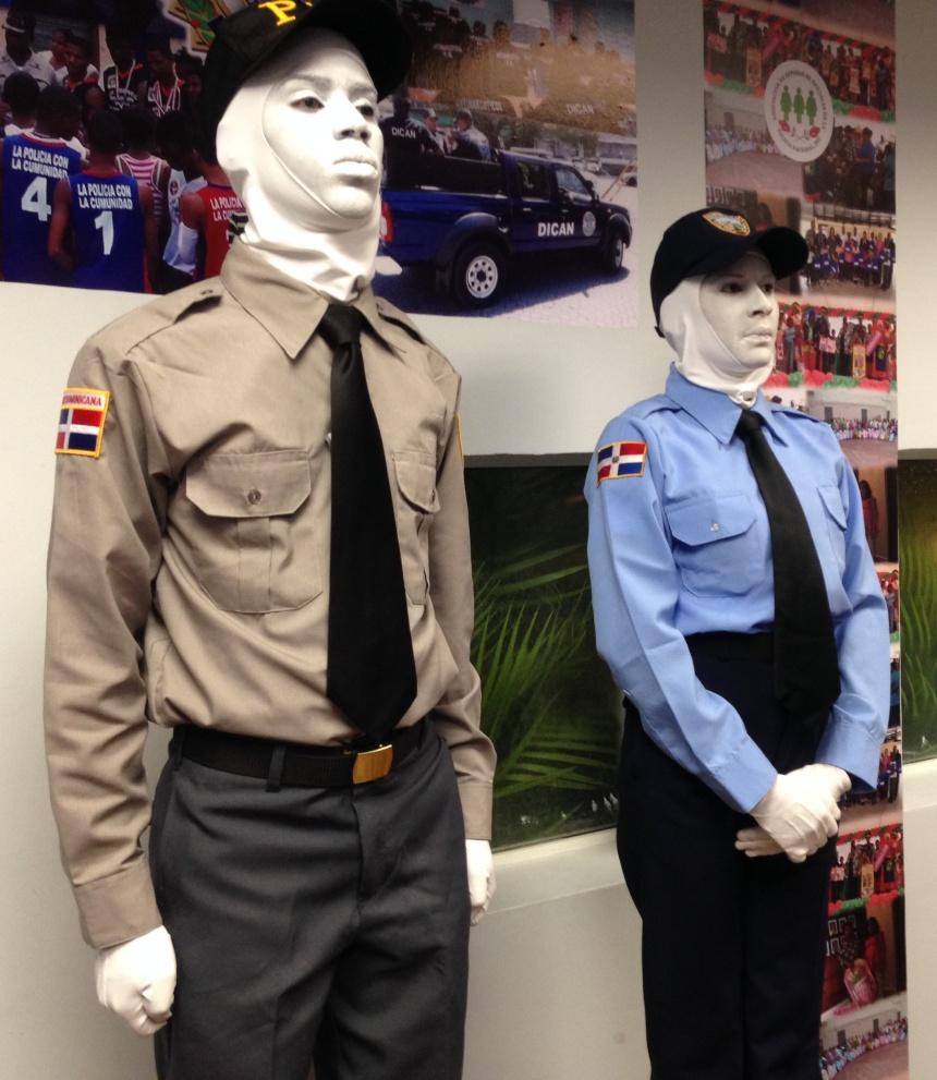 Policias estatuas vivientes