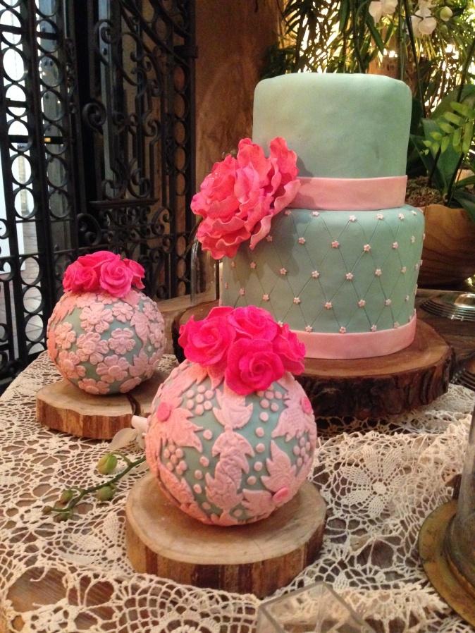 Bizcocho de boda verde y rosado